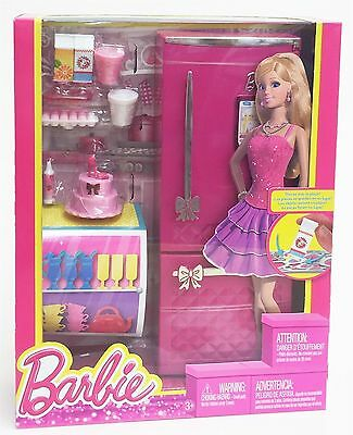 Barbie X7937 Glam REFRIGERATOR Fridge Room in a Box - Doll Not Included - Mattel