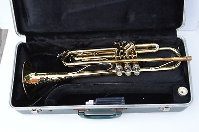 Vintage Holton Collegiate T602  Trumpet with Holton Mouthpiece and Bundy case