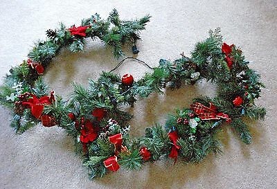 9 FT Green Decorated Garland Shapeable Pre-Lit Poinsettias Pinecones Holly