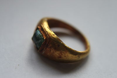ANCIENT ROMAN GOLD FINGER RING WITH ORIGINAL GREEN GLASS/STONE1st CENTURY BC/AD