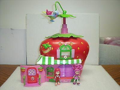STRAWBERRY SHORTCAKE Berry CAFEplayset with Figures, 2 dolls