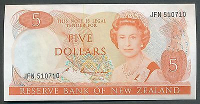 New Zealand - ND 1985-89 5 Dollar. P.171b. S.T. Russell. Folds. gEF/aUNC.