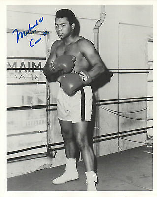 MUHAMMAD ALI -ALSO SIGNED CASSIUS CLAY SCARCE HAND SIGNED AUTOGRAPHED 8x10 PHOTO