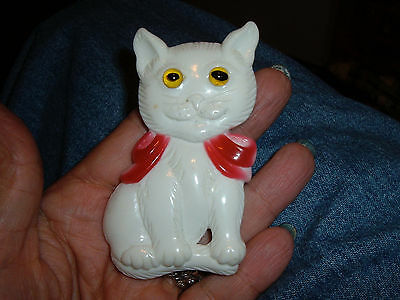 kitty cat pin white resin huge carved google eye red bow