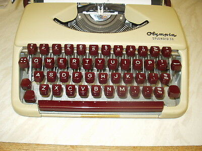 CLASSIC OLYMPIA SPLENDID 33 PORTABLE TYPEWRITER  with Carry Case
