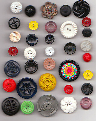 35 vintage PLASTIC FLOWER BUTTONS mix  lot  1940's & up SOME OPENWORK NO 3