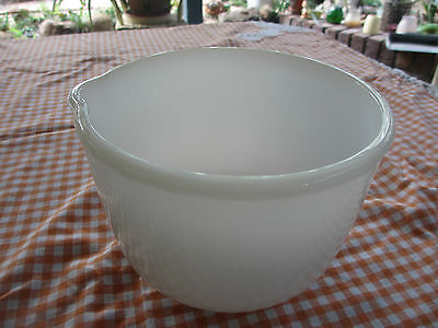 Vintage SUNBEAM milk glass mixing bowl,pouring spout,no chips,kitchenalia