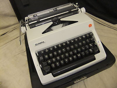 Typewriter manual OLYMPIA excellent condition black case  ......KG