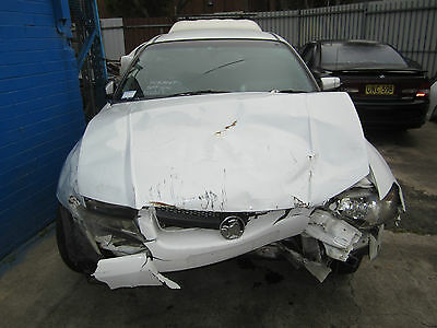 Holden Commodore VZ WHITE COLOR V6 AUTO CREWMAN WRECKING AUTO 1WHEEL NUT