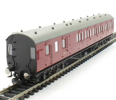 Hornby R4678A 57' Non-Corridor Third Class Brake Coach M20770M in BR crimson