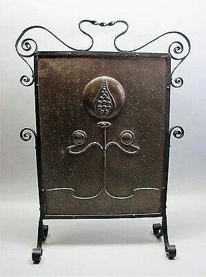 Fine Hand-Hammered ARTS & CRAFTS or NOUVEAU Fireplace Guard  c. 1910   antique