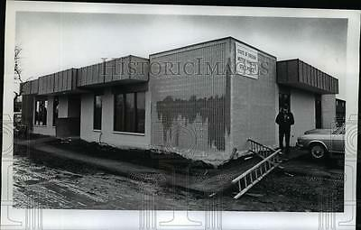 1972 Press Photo Oregon State Police moved from West Slope - orb88685