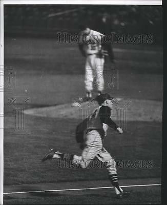 1961 Press Photo Pittsburgh Pirates, Dick Groat and Milwaukee Braves pitcher
