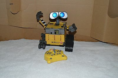 Disney Wall-E U Command Interactive Remote Control Robot Thinkway Toys 9 inch