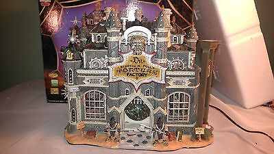 Lemax Spooky Town Village Dr. Stretch N. Pulls Torture Factory with box WORKS