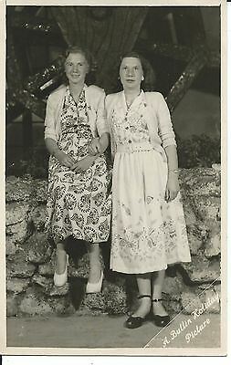 BUTLINS OFFICIAL HOLIDAY CAMP  PICTURE  OF LOVELY LADIES 1940s PC