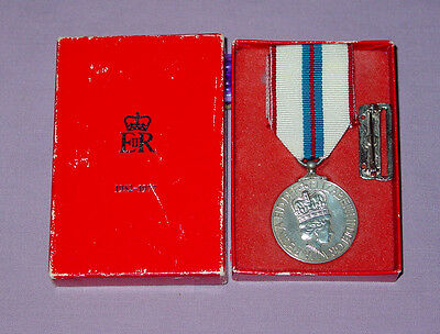 1977 OFFICIAL QUEEN ELIZABETH II SILVER JUBILEE MEDAL - Canadian Issue Boxed