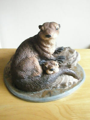 RARE NORTH LIGHT 1981 OTTER & PUP 22cm wide 15cm tall ON A ROCK CERAMIC FIGURINE