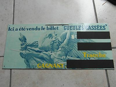 ANCIENNE RARE PLAQUE METAL LOTERiE  NATIONAL GUEULES  CASSEES  NO  EMAILLEE