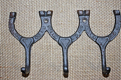 (8), WESTERN WALL HOOK,HORSE SHOES,ranch decor,horses,equestrian,RAW METAL,W-31