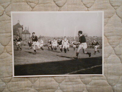 B/w Action Photo Of Nz Player With Ball In Rl 1St Test V Great Britain 4/10/1947