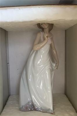 Lladro Retired Figurine 7636 Afternoon Promenade Lady Mint In Box