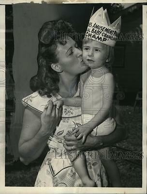 1954 Press Photo Diaper Debry Ronald Blechner and his mother Yolande Blechner