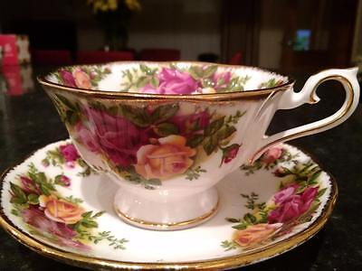 Beautiful Royal Albert Old Country Roses Avon Tea Cup And Saucer