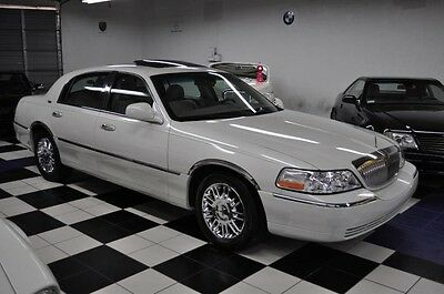 2006 Lincoln Town Car Signature Limited Sedan 4-Door 2006 Lincoln ONLY 37,366 MILES! Signature Limited