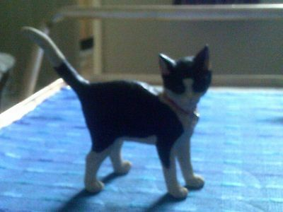 Sherratt And Simpson Resin Figure Of A Black And White Standing Cat