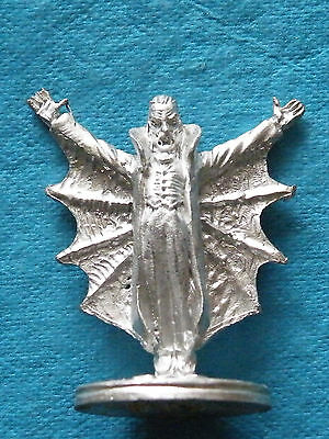 25mm Old Glory / Blue Moon - Things that go bump in the night - Male Vampire