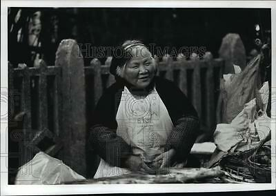 1989 Press Photo Market scene in Shanghai, center of Chinese Industry