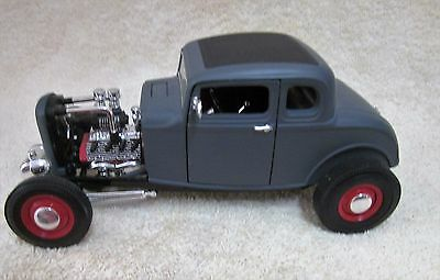 '32 Ford Coupe Hot Rod by Ertl 1/18 Scale