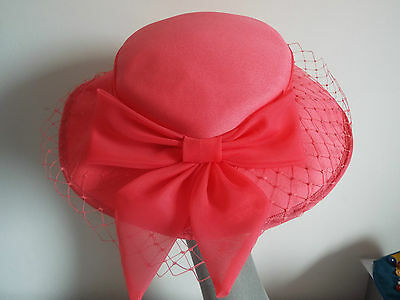 VINTAGE Ladies Hat  1970'S SALMON PINK  BRIMMED  HAT w/ MATCHING VEIL TULLE BOW