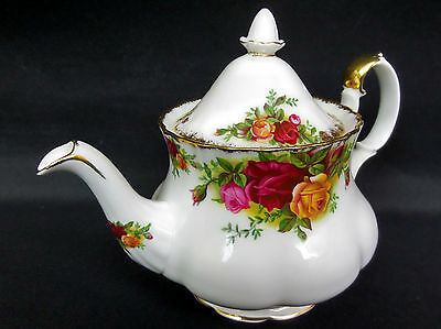 OLD COUNTRY ROSES SMALL TEAPOT, 3-4 CUPS, 1st QUALITY, GC, 1962-73, ROYAL ALBERT