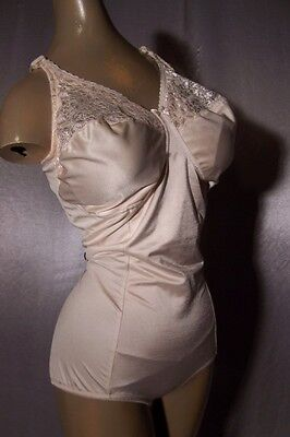 SLIMMING CHAMPAGNE NUDE Vintage 1980s LACY BUXOM BODY SHAPER GIRDLE -sz 42 D