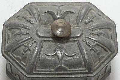 GOOD DECORATED GEORGIAN LEAD TOBACCO BOX WITH INTERNAL PLATE 1.8kg