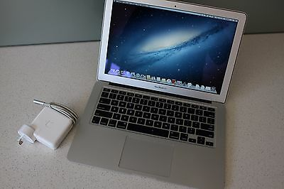 "Apple MacBook Pro A1286 15"" Mid 2011 i7 2.0GHz 4GB 500GB Mountain Lion"