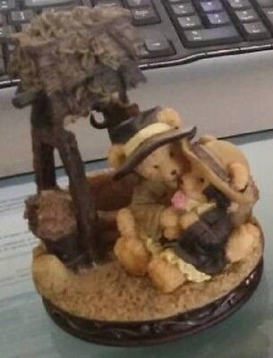 "Collectable Avon Beary ""Wishing Well Cuddles"""