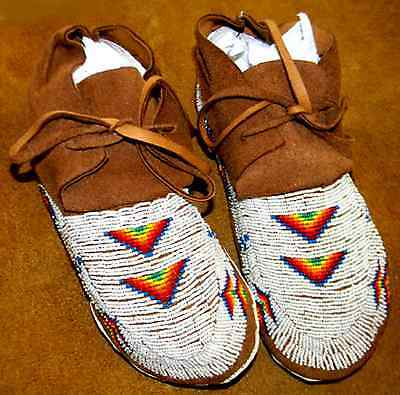 """Vintage Antique 9.5"""" Native American Sioux or Arapahoe Indian Beaded Moccasins"""