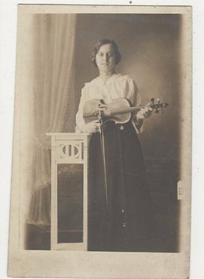 Lady With Violin Vintage Plain Back RP Card Music  439a