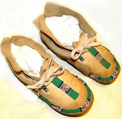 """Beautiful Vintage 8"""" Beaded Cheyenne Indian Kid Youth Child Leather Moccasins"""
