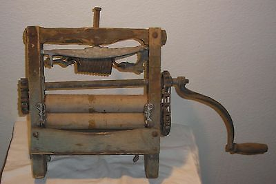 Antique Anchor Brand clothes wringer - working, home, yard, industrial, decor