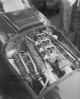Ferrari 246 Dino V6 cylinder engine compartment - photograph photo