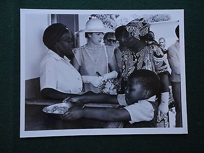 Antique Press Photo of Princess Anne in Swaziland for Save the Children 1982