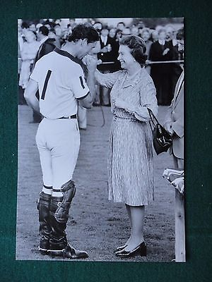 Press Photo of Prince Charles Kissing the Hand of Queen Elizabeth II Polo 1985