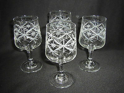 Retro Set Of 4 Wine Glasses - White Abstract Pattern.