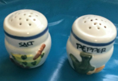 veg pattern salt and pepper pot,used very good condition