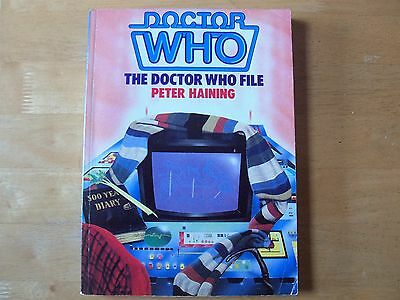 DOCTOR WHO : THE DOCTOR WHO FILE by PETER HAINING PAPERBACK BOOK