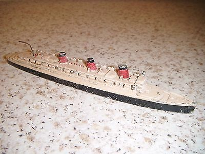 Dinky Cunnard White Star Liner Queen Mary no. 52A:  1935/41